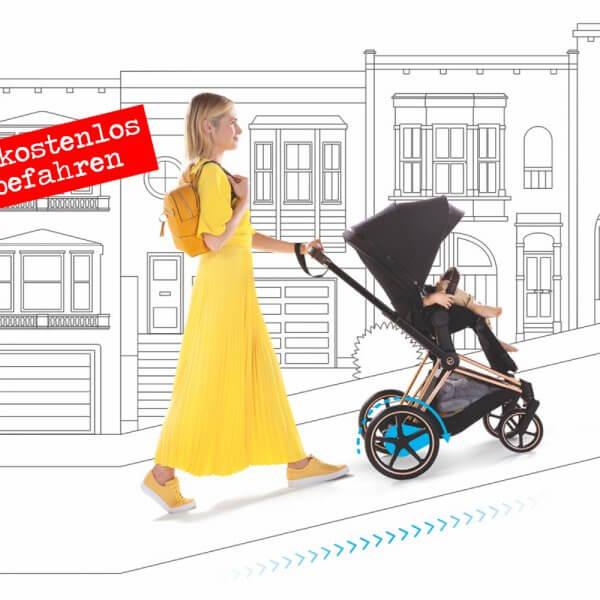 Der e-Priam ist der erste Kinderwagen mit Elektroantrieb von Cybex. Das System unterstützt dich beim Bergauf- oder Bergabfahren und auf unebenen Untergründen. Ähnlich wie bei einem E-Bike fährt der Kinderwagen also nicht von alleine, sondern die Elektronik passt sich intelligent den Anforderungen an.